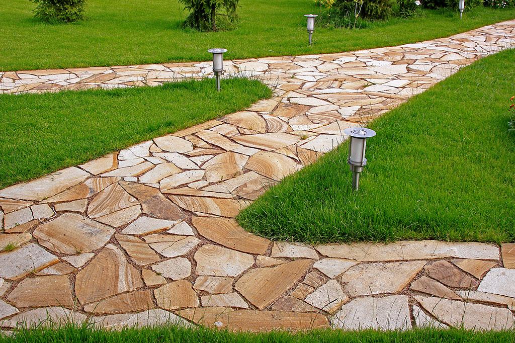 sadovie-dorozki-iz-naturalnogo-kamnia